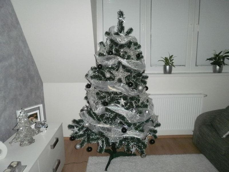 Umelý vianočný stromček Smrek biele konce - Vianočné stromčeky na ... f4bdfac6a4f